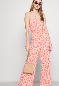 Fashion Union - STRIDE TROUSER - Trousers - pink posey - 3