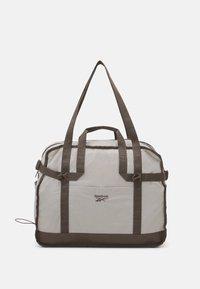 Reebok Classic - CLASSIC TAILORED PACKABLE GRIP SEASONAL UNISEX - Sportovní taška - sand stone - 0