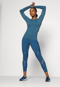Sweaty Betty - ATHLETE SEAMLESS WORKOUT - Sports shirt - stellar blue - 1