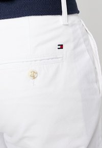 Tommy Hilfiger - BROOKLYN LIGHT BELT - Shorts - white - 5