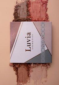 Luvia Cosmetics - FACE PALETTE MEDIUM - Palette viso - - - 6