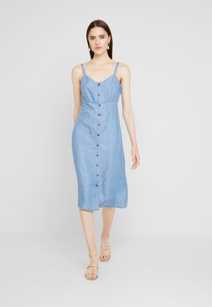 MIDWASH SUNDRESS - Denimové šaty - light blue