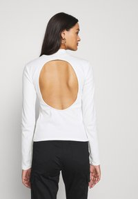 Nly by Nelly - OPEN BACK - T-shirt à manches longues - white - 2