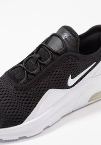 Nike Sportswear - AIR MAX MOTION 2 - Mocasines - black/white - 2