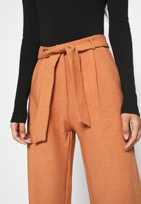 4th & Reckless - DELLA TROUSER - Trousers - light rust - 5