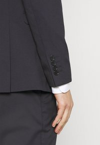Selected Homme - SLHSLIM MYLOLOGAN CROP SUIT - Suit - navy blazer - 7