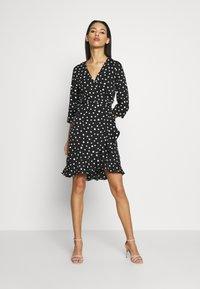 Vero Moda - VMHENNA WRAP DRESS - Vapaa-ajan mekko - black/white - 1