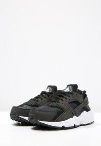 contraffazione brivido correlare  Nike Sportswear HUARACHE - Sneakers basse - black/white/nero - Zalando.it