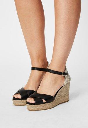 INES - Sandály na platformě - schwarz