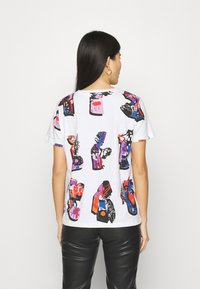Desigual - Designed by Mr. Christian Lacroix - T-shirts med print - white - 2