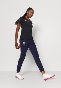 Nike Performance - CHELSEA LONDON DRY PANT - Club wear - blackened blue/white - 1