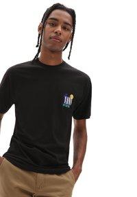 Vans - MN DESERTED SS - T-shirt print - black - 1