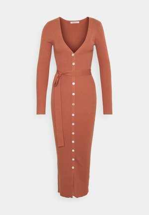 SKINNY FIT LONG SLEEVE MIDI DRESS WITH V NECK AND WAIST - Robe pull - dark rose