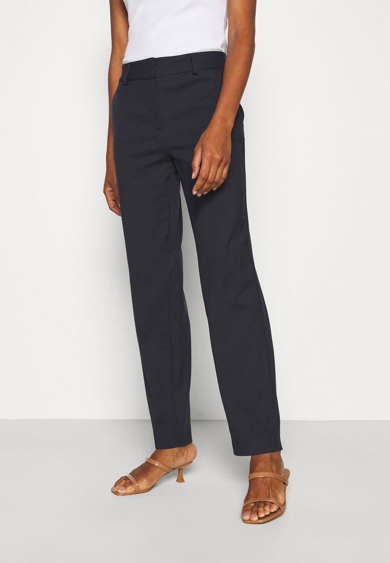 Selected Femme Tall - SLFRIA CROPPED PANT - Bukse - dark sapphire