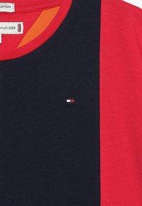 Tommy Hilfiger - COLOR BLOCK PANEL TEE  - T-shirt imprimé - multi - 3