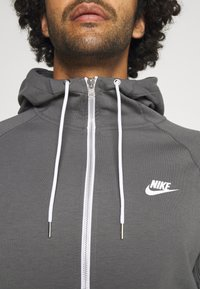 Nike Sportswear - Sudadera con cremallera - iron grey/ice silver/white/ - 3