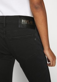 Replay - ROXEL - Relaxed fit jeans - black - 7