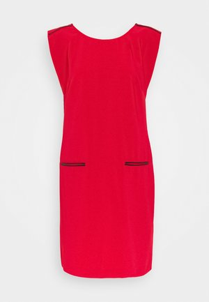 CARMINA - Shift dress - lipstick