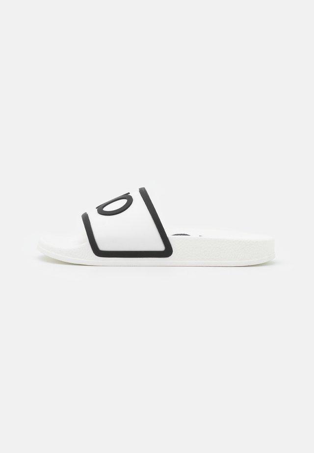 KOS - Pool slides - white/black