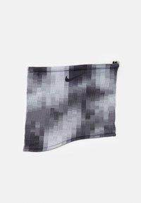 smoke grey/black/white