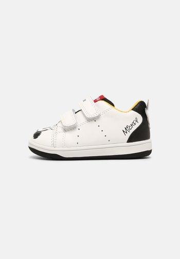 DISNEY MICKEY MOUSE BABY NEW FLICKBOY UNISEX - Sneaker low - white/black