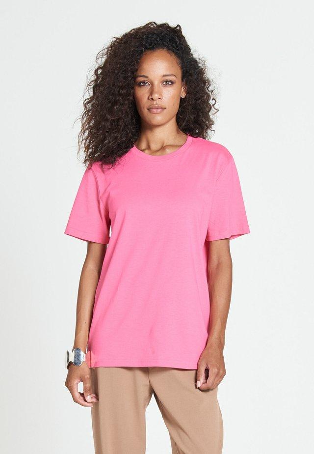 NEW STANDARD - Basic T-shirt - pink crush