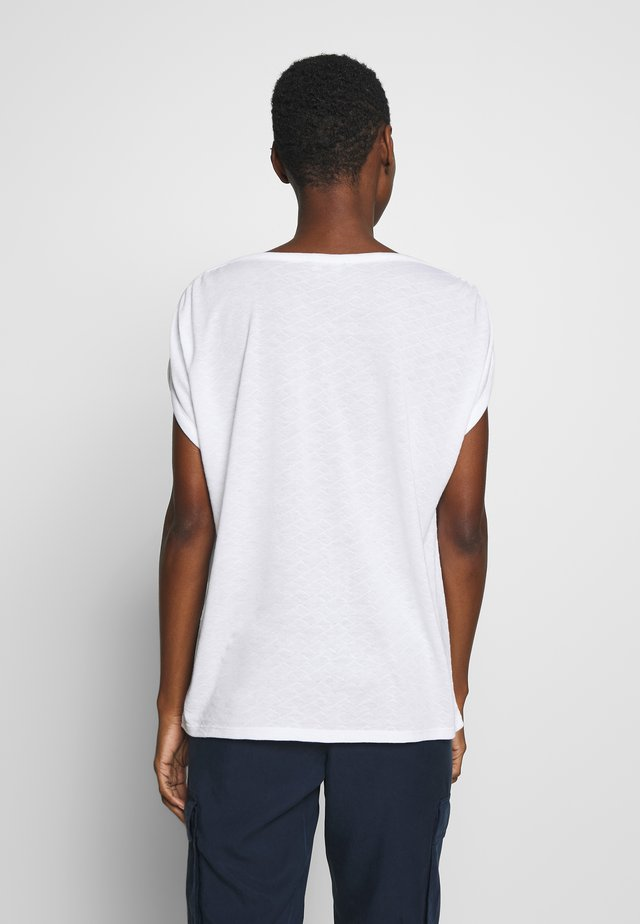 AJOUR - T-shirt con stampa - white