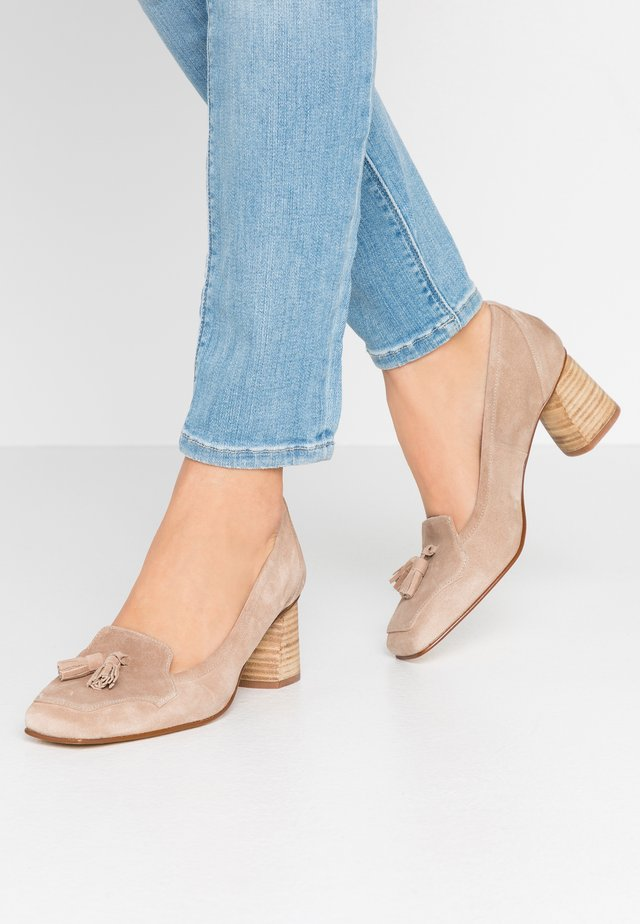 SHELMA - Klassiske pumps - sable