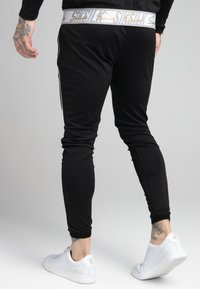 SIKSILK - SCOPE SIGNATURE TAPE PANT - Pantalon de survêtement - black - 2