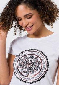 zero - Print T-shirt - white - 3