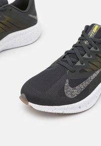 Nike Performance - QUEST 3 PRM - Neutral running shoes - dark smoke grey/wolf grey/high voltage/iron grey/light brown/white - 5