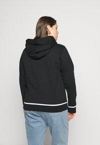 Calvin Klein Jeans Plus - EMBROIDERY HOODIE - Hoodie - black - 2
