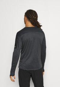 Nike Performance - TRAIL - Camiseta de deporte - black/dark smoke grey - 2