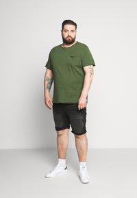 Blend - SLIM  - T-shirt basic - forest green - 1