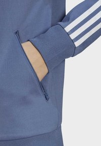 adidas Originals - PRIMEBLUE SST ORIGINALS JACKE - Felpa aperta - blue - 4