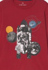 Lemon Beret - BOYS - Langærmede T-shirts - rio red - 2