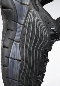 Reebok Classic - ZIG KINETICA II UNISEX - Sneakersy niskie - black/grey - 11