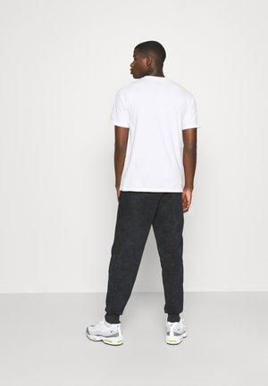 OVERDYE FLOW JOGGERS - Tracksuit bottoms - black
