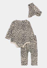 Cotton On - BUNDLE BIB SET - Leggings - Trousers - caramel - 1