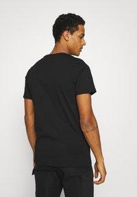 CLOSURE London - DOBERMAN TEE - Print T-shirt - black - 2