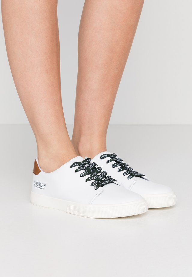 JOANA - Sneaker low - white/deep saddle