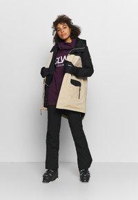 Burton - GORE EYRIS - Snowboard jacket - black - 1