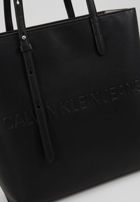 Calvin Klein Jeans - BOX TOTE ZIPPER - Sac à main - black - 6
