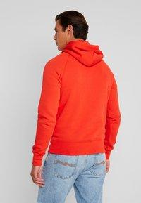 GANT - SHIELD HOODIE - Hoodie - blood orange - 2