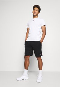 Tommy Hilfiger - SHORT - Sports shorts - black - 1