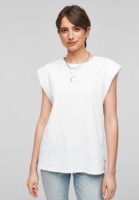 Q/S designed by - Basic T-shirt - white - 5