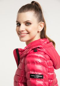 Frieda & Freddies - DAUNENJACKE NELLY II MIT ABNEHMBARER KAPUZE - Down jacket - cherry red - 3