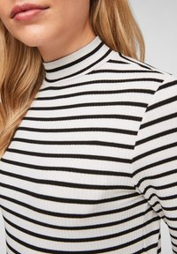 Q/S designed by - Long sleeved top - black stripes - 3