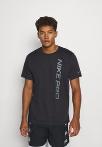 Nike Performance - BURNOUT - T-shirt print - black/smoke grey - 0