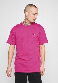 Vans - MN OFF THE WALL CLASSIC SS - Basic T-shirt - fuchsia purple - 0